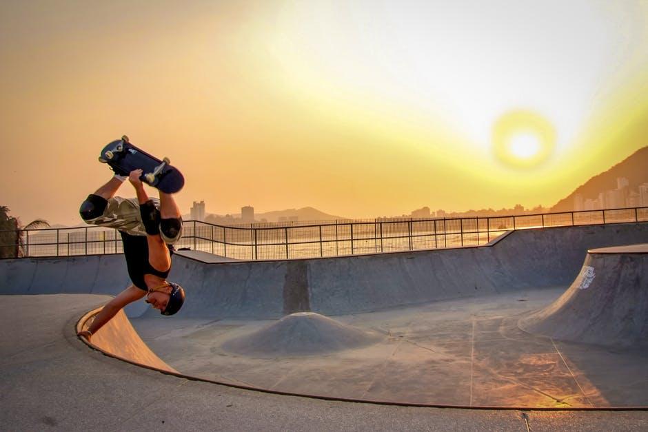 Planche à roulettes : faut-il renoncer au traditionnel skate pour un hoverboard ?